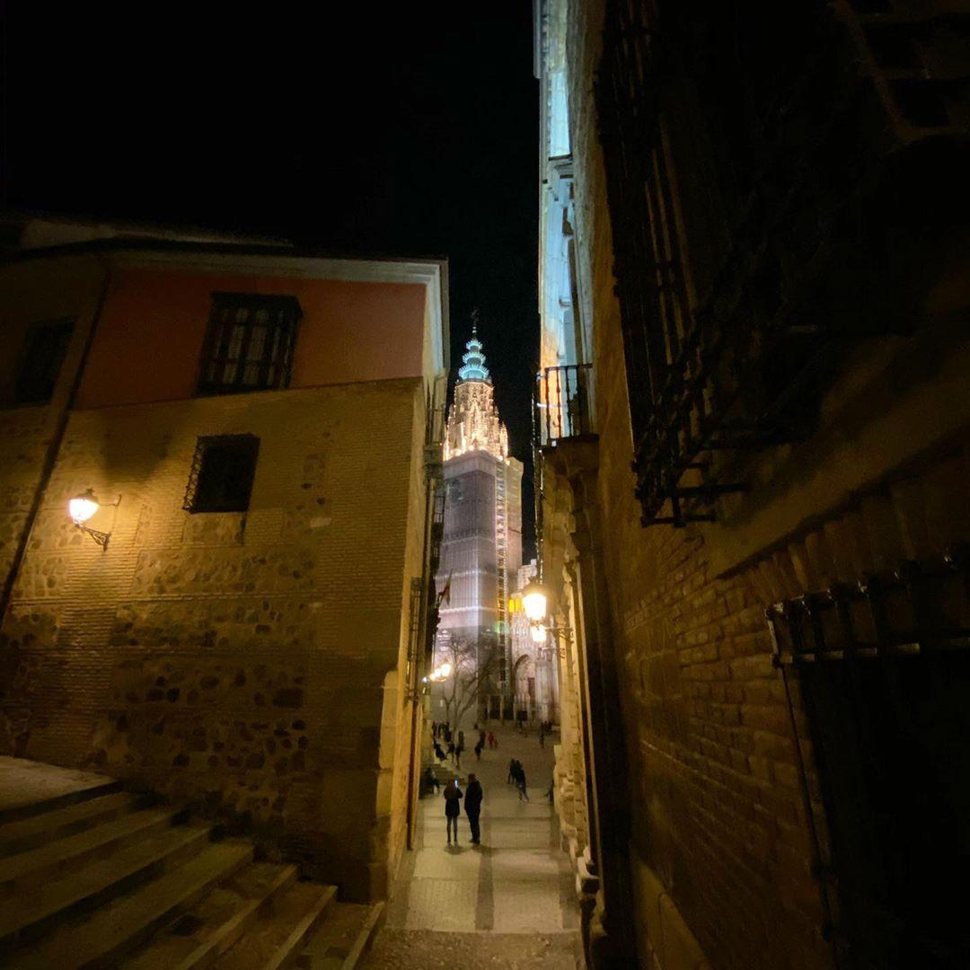 Torre de la Catedral de Toledo por la noche
