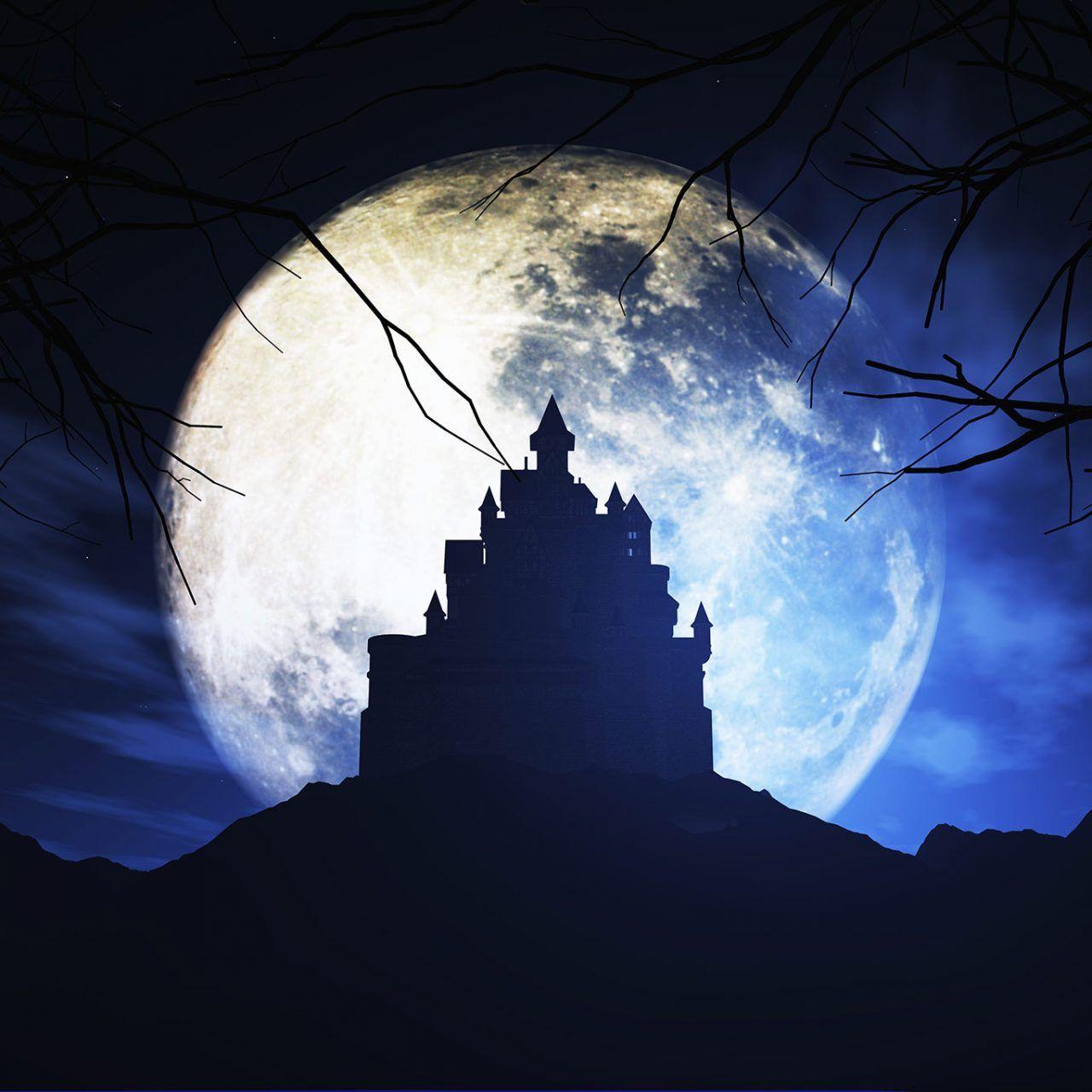 Fondo de castillo con luna llena